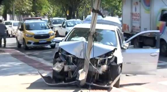 Duas pessoas são atropeladas em ponto de ônibus em Vitória