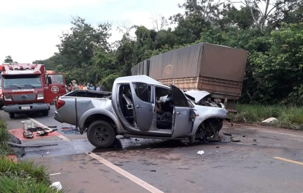 Caminhonete colidiu de frente com caminhão na BR-364 em RO — Foto: Reprodução/WhatsApp