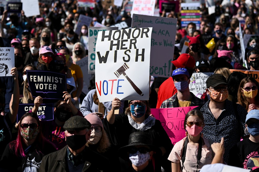 Marcha de mulheres em Washington contra a indicada por Trump à Suprema Corte.  — Foto: Erin Scott/ Reuters