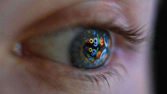 É possível excluir dados de localização e até mesmo buscas armazenadas em seu smarthphone (Foto: Getty images/via BBC News Brasil)