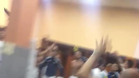 No vestiário, argentinos vibram com vaga na Copa e xingam jornalistas