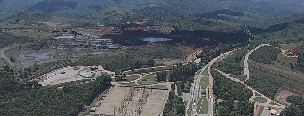 Ao fundo, a Barragem de Vargem Grande, em Nova Lima — Foto: Globocop