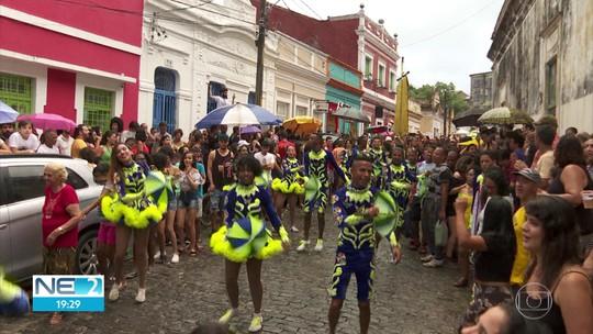 Pitombeira inicia temporada de prévias de carnaval e arrasta foliões pelas ladeiras de Olinda