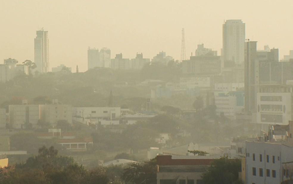 Nuvem de fumaça de queimada muda paisagem de Campinas em 2016 — Foto: Reprodução/EPTV/Campinas