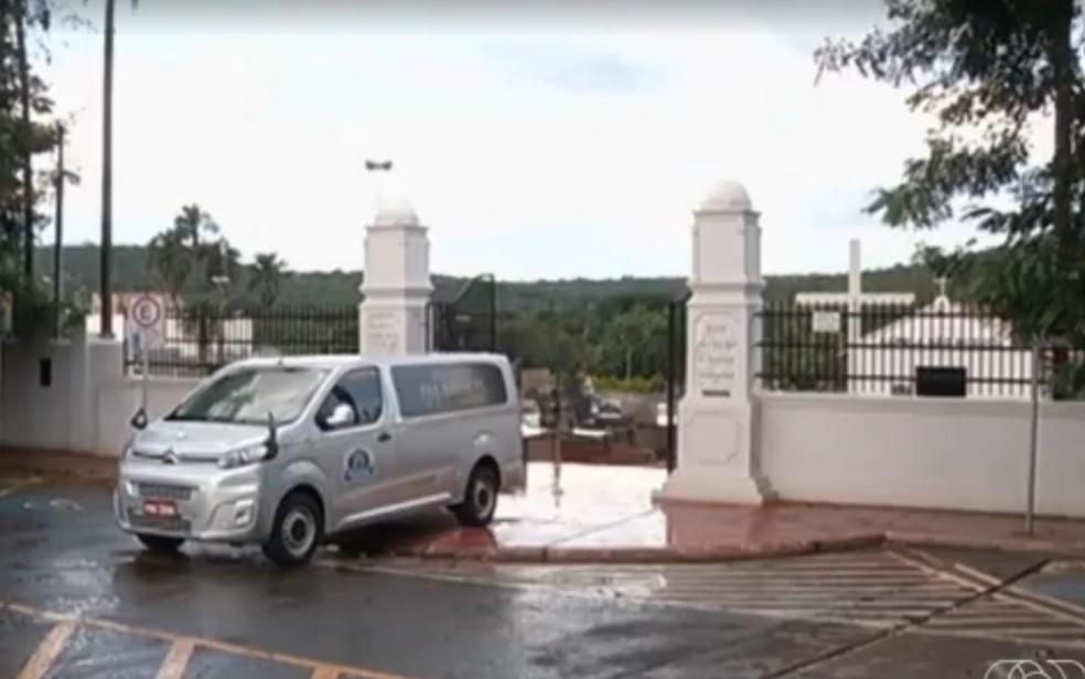 Devido ao coronavírus, Prefeitura de Jataí restringe velórios a 4h de duração e só com oito pessoas  — Foto: Reprodução/TV Anhanguera