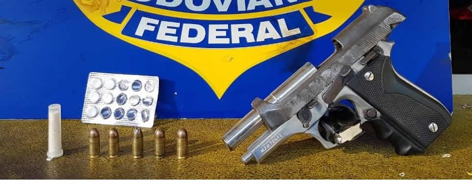Homens são presos por porte ilegal de arma na BR-040, em Três Rios