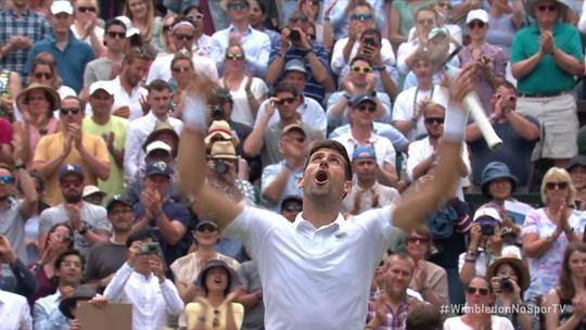 """Com direito a """"pneu"""", Djokovic despacha Goffin, vai à semi e chega à 70ª vitória em Wimbledon"""