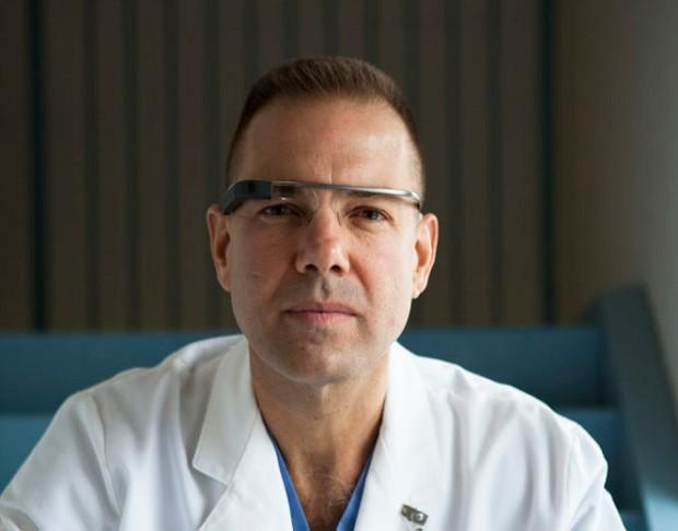 """Rafael Grossmann, o cirurgião que ficou conhecido como o """"primeiro a utilizar o Google Glass""""  (Foto: Divulgação Rafael Grossmann)"""