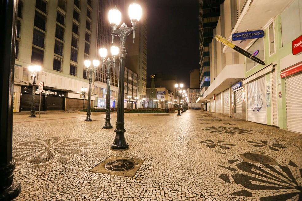 Toque de recolher das 23h às 5h é prorrogado no Paraná  — Foto: Geraldo Bubniak/AEN