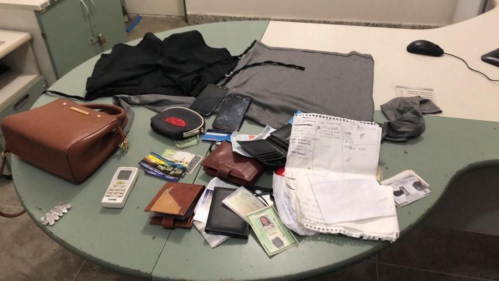 No apartamento da mulher foram encontrados objetos dos clientes que foram roubados — Foto: Divulgação/Polícia Civil