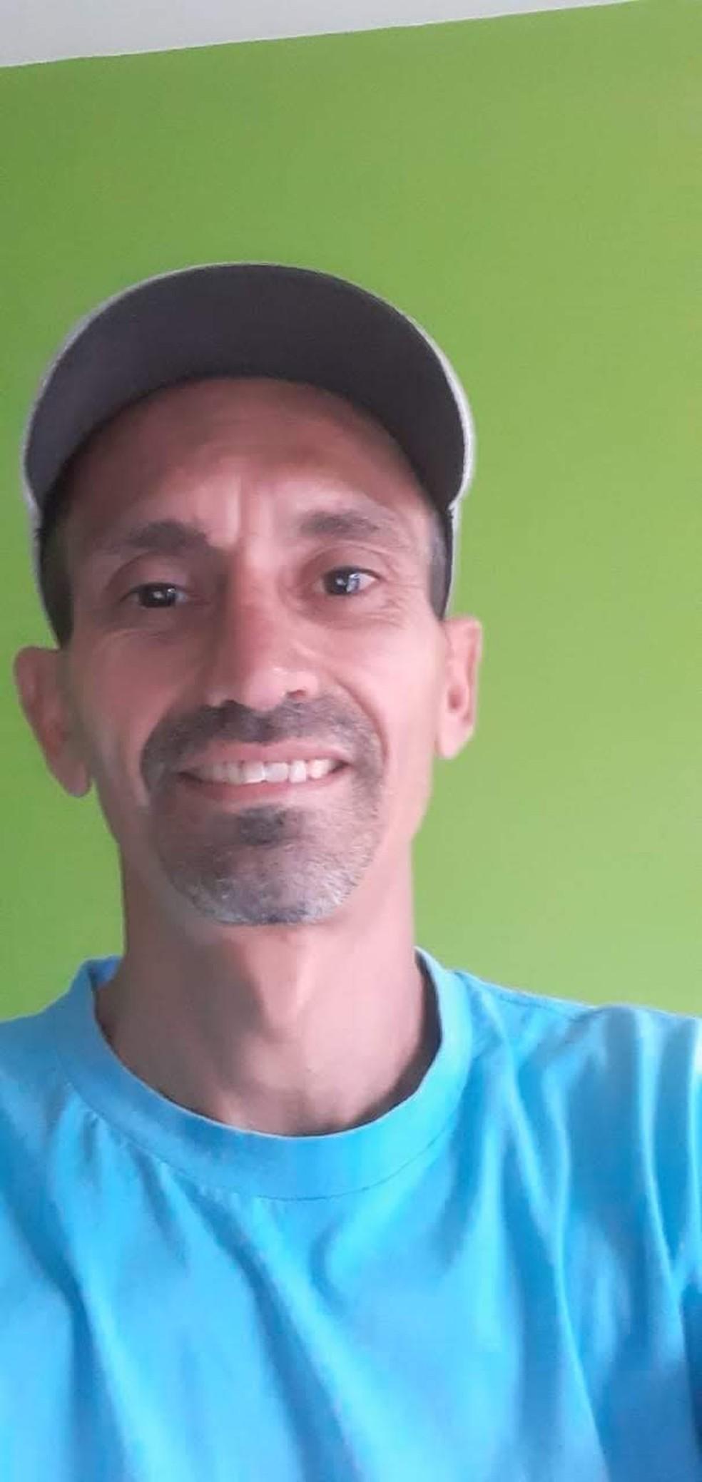 Corpo de Adailton Araújo Barbosa foi reconhecido pela mãe e pela enteada; segundo confissão, ele foi morto pelo filho — Foto: Arquivo pessoal