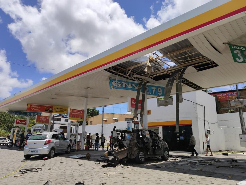 Explosão de cilindro de gás atinge posto de combustíveis em Paulista — Foto: Oton Veiga/TV Globo
