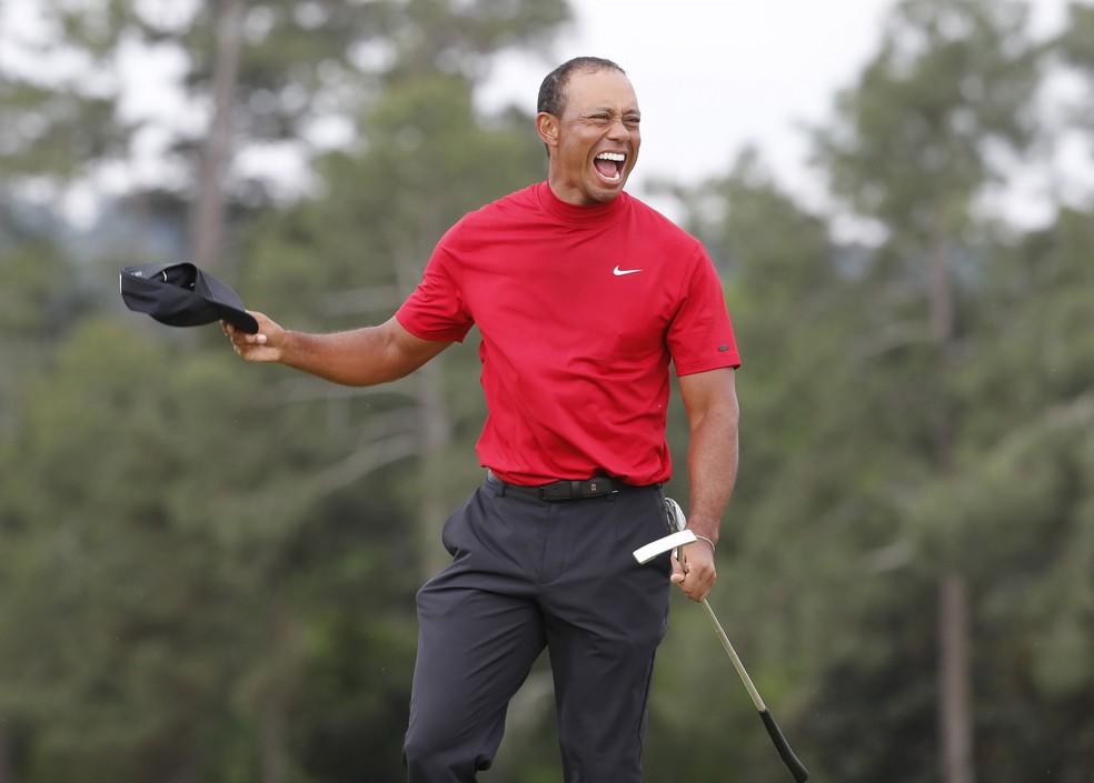 Tiger Woods vencer 5º título Master na carreira — Foto: EFE/EPA/ERIK S. LESSER