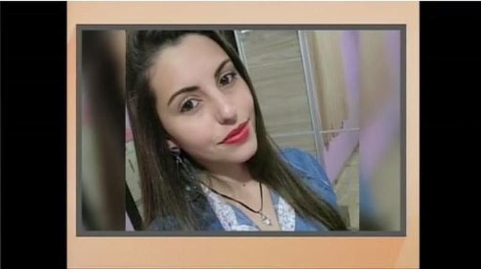 Larissa foi encontrada morta dentro de casa (Foto: Reprodução NSC TV)