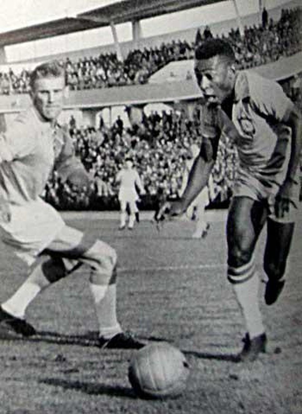 Avô de Victor, Gert Lundqvist marcou Pelé em amistoso da Seleção contra o Malmö — Foto: Arquivo Pessoal