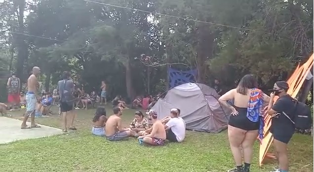 Festa rave com 350 pessoas é encerrada pela PM na Grande BH