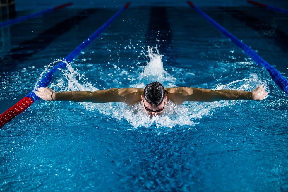 Quem já pratica outras atividades, como natação, pode manter o exercício, mas vale diminuir a frequência se quiser ganhar condicionamento e habilidade na bicicleta — Foto: Unsplash