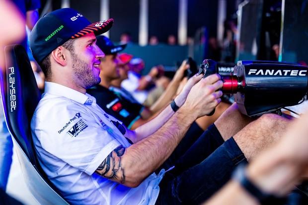 """Audi demite piloto que usou """"impostor"""" em corrida virtual de Fórmula E"""