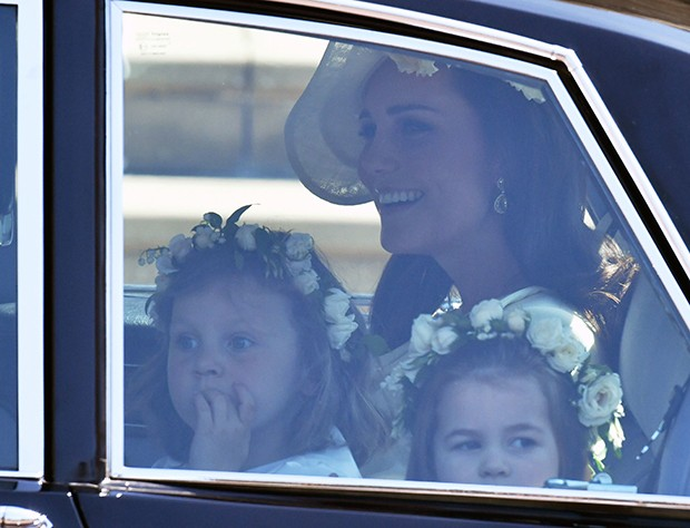 Kate Middleton com as daminhas de honra (Foto: Getty Images)