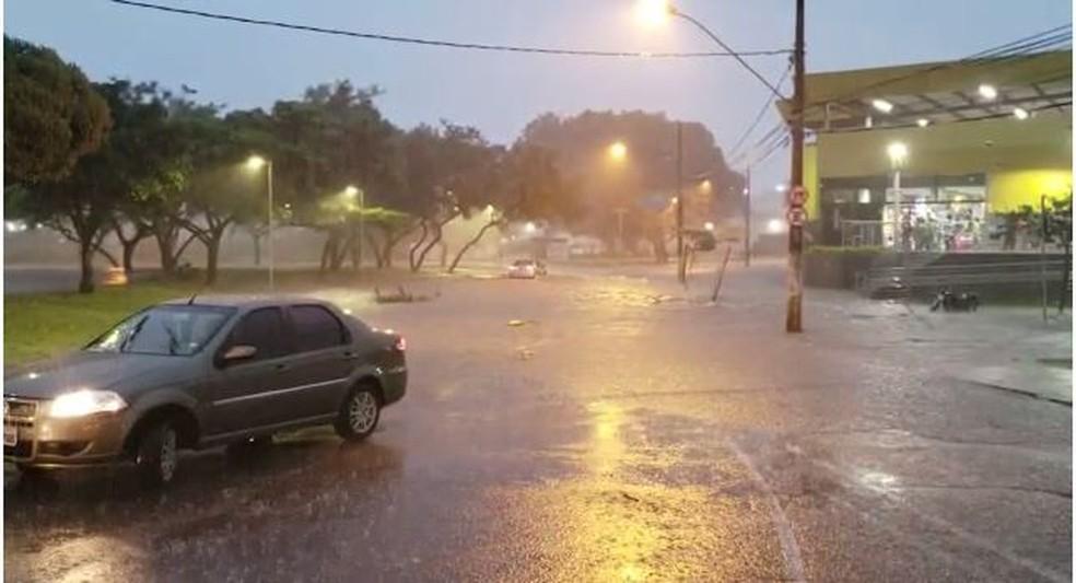 Defesa Civil alerta para possibilidade de granizo e inundação em BH — Foto: Reprodução/TV Globo