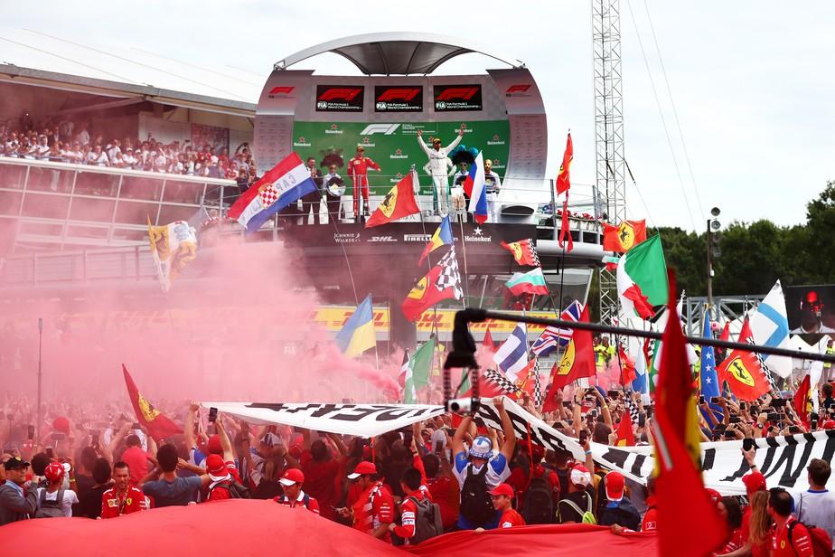 Fãs em Monza gritam
