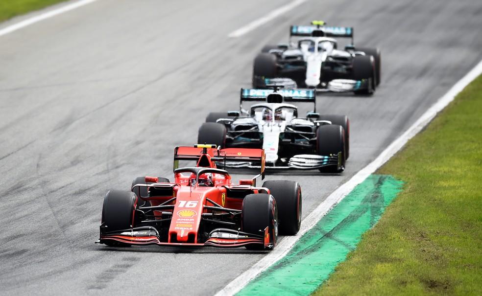 Charles Leclerc e Lewis Hamilton GP de Monza — Foto: Reuters