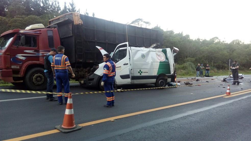 Todas as vítimas estavam na ambulância (Foto: Eduardo Andrade/RPC)