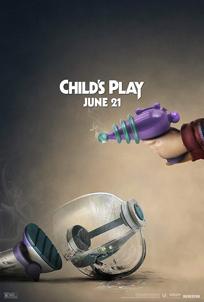 Resultado de imagem para Chucky 'tira' cabeça de Annabelle em pôster de novo filme