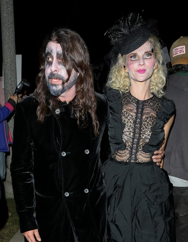 Beverly Hills, CA  - Dave Grohl arrives with his wife Jordyn Blum at the Casamigos Halloween party IN Beverly Hills.Pictured: Dave GrohlBACKGRID USA 26 OCTOBER 2018 USA: +1 310 798 9111 / usasales@backgrid.comUK: +44 208 344 2007 / uksales (Foto: BAHE / BACKGRID)