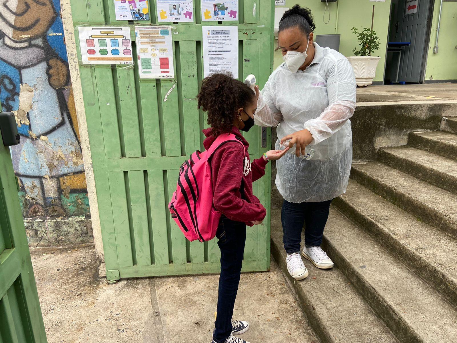 Betim tem 100% de volta às aulas presenciais com escolas seguindo protocolos sanitários