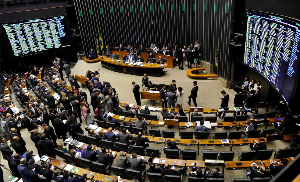 Imagem mostra o plenário da Câmara durante a sessão desta terça (19) que avançou pela madrugada de quarta (20) (Foto: Luis Macedo / Câmara dos Deputados)