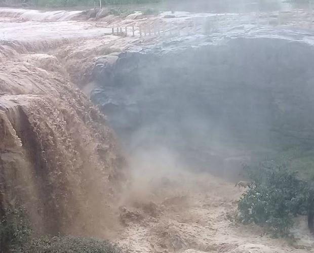 Cachoeira de Missão Velha, no Ceará, volta a jorrar forte após chuvas (Foto: Francisco José Feitosa/Arquivo pessoal)