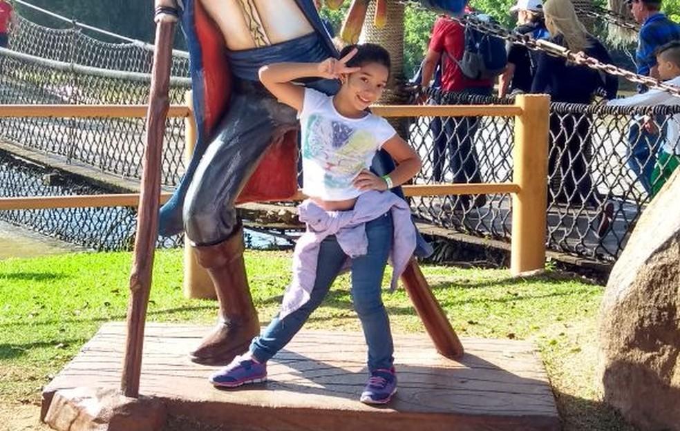 Rachel em parque de diversões em Santa Catarina (Foto: Arquivo Pessoal)
