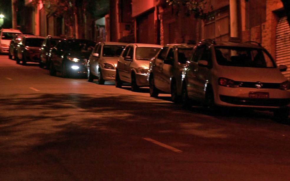 Fila de carros para abastecer seguia por vários quarteirões na Lapa (Foto: TV Globo/Reprodução)