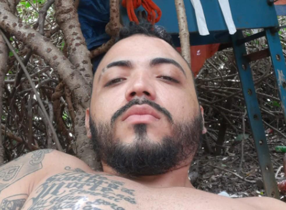 Polícia oferecia recompensa de R$ 10 mil por informações que levem à prisão de chefe de facção de Caucaia. — Foto: Reprodução TV Verdes Mares