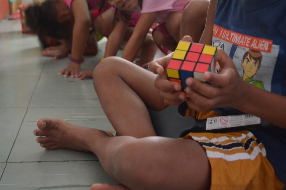 Psicóloga destaca que é necessário adaptar o ensinamento, a verdade à faixa etária da criança — Foto: Rodrigo Sales/G1