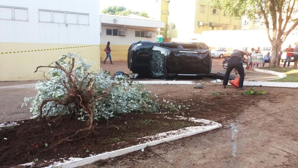 Carro com ocupantes voltava de tabacaria e suspeitos fugiram do local (Foto: Polícia Civil de MT/Assessoria)