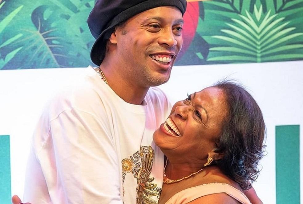 Ronaldinho Gaúcho e a mãe, Miguelina — Foto: Arquivo pessoal