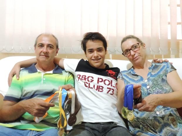 Família apoiou jovem nos estudos  (Foto: Heloísa Casonato/G1)