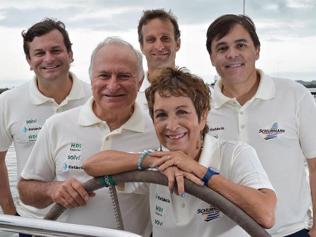 Família Schurmann a bordo do veleiro Kat (Foto: Luciano Candisani)