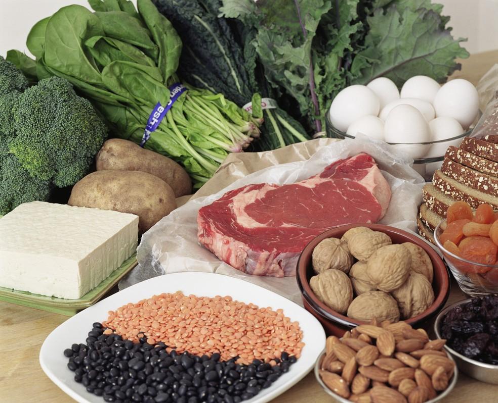 Vitaminas, ervas e vegetais são alimentos ricos em antioxidantes (Foto: Getty Images)