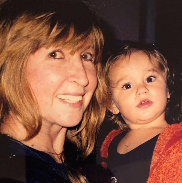 Sasha no colo da avó, dona Alda (Foto: Reprodução/Instagram)
