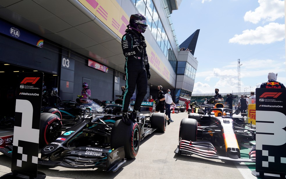 Lewis Hamilton conquista a pole no GP da Inglaterra — Foto: Reuters