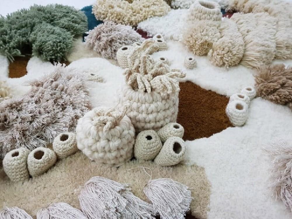 Todas as peças do Studio Vanessa Barragão são feitas com fios desperdiçados pela indústria têxtil (Foto: Vanessa Barragão/Reprodução)