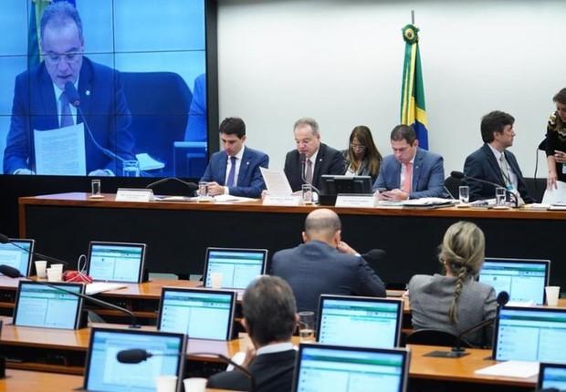 Parecer do relator Samuel Moreira (PSDB-SP) foi lido na Comissão Especial da Câmara nesta quinta (Foto: Pablo Valadares/Câmara dos Deputados)