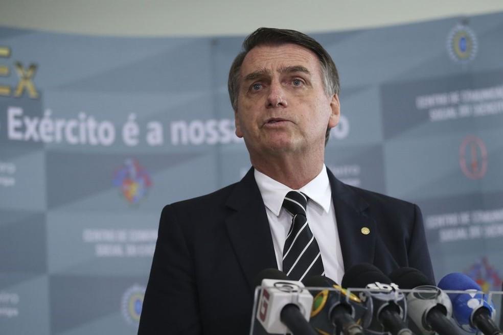 O presidente eleito, Jair Bolsonaro (PSL), durante entrevista nesta quarta-feira (5), em Brasília — Foto: José Cruz/Agência Brasil