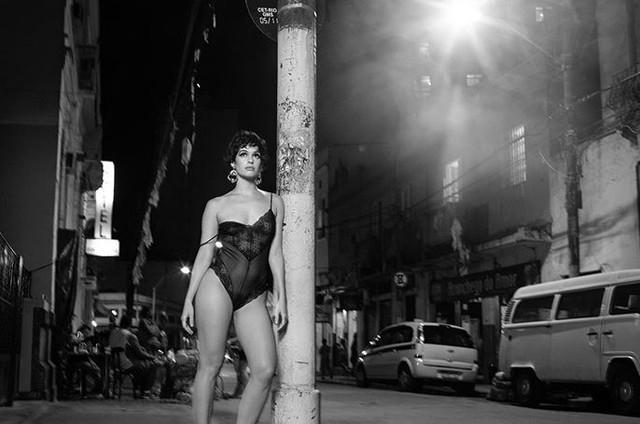 Imagem do ensaio de Maria Flor no Centro do Rio (Foto: Reprodução/Instagram)