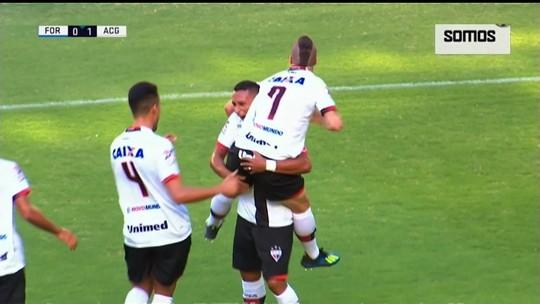 Autor do gol, Pedro Bambu celebra garra do Atlético-GO contra o Fortaleza
