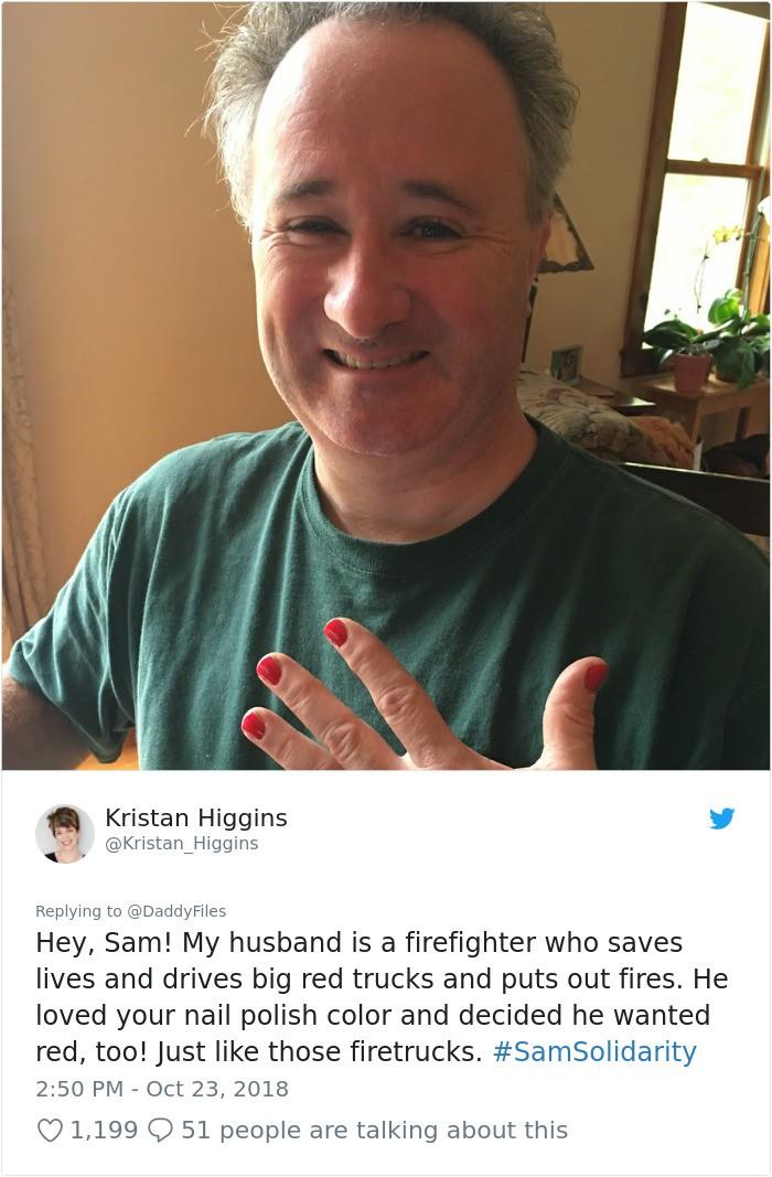 Homens e meninos apoiam Sam (Foto: Reprodução/Twitter)