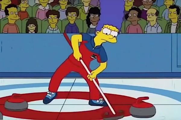 A personagem Marge de Os Simpsons em uma partida de curling em episódio exibido em 2010 (Foto: Reprodução)